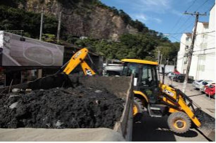 Prefeitura remove 17 toneladas de resíduos de galeria pluvial da Caneleira