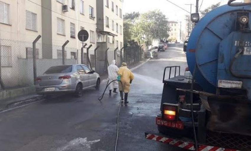 Santos já higienizou mais de 4,1 mil km de ruas contra o novo coronavírus