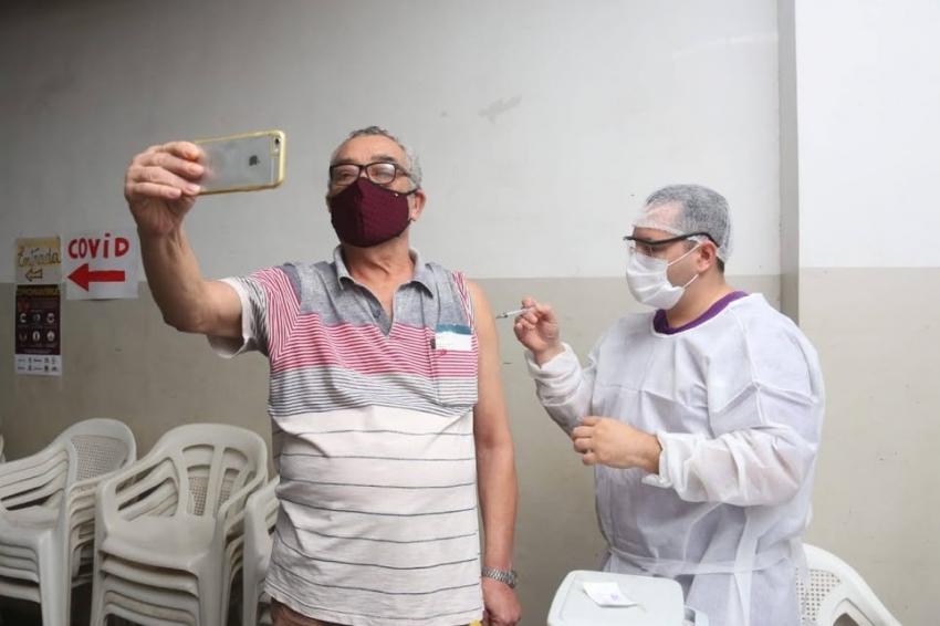 Novos grupos começam a ser vacinados contra a gripe em Santos