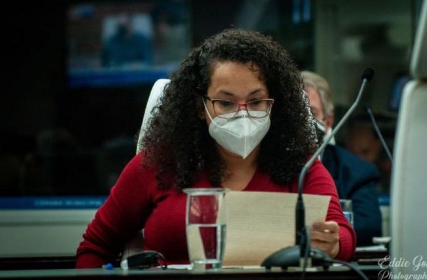 Clima esquenta na Câmara de Santos quando vereadora é chamada de mentirosa.