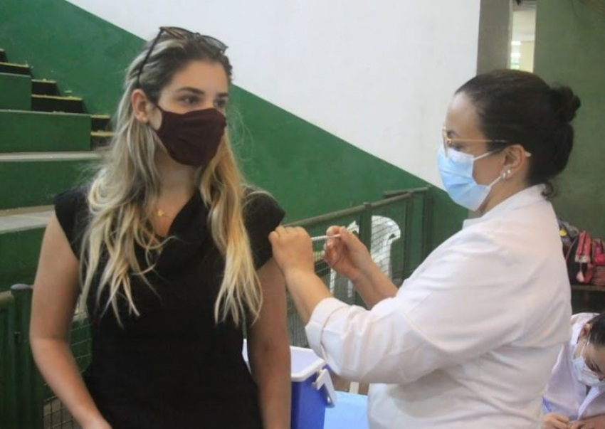 Postos de vacinação da covid-19 terão horário ampliado a partir desta segunda (4)