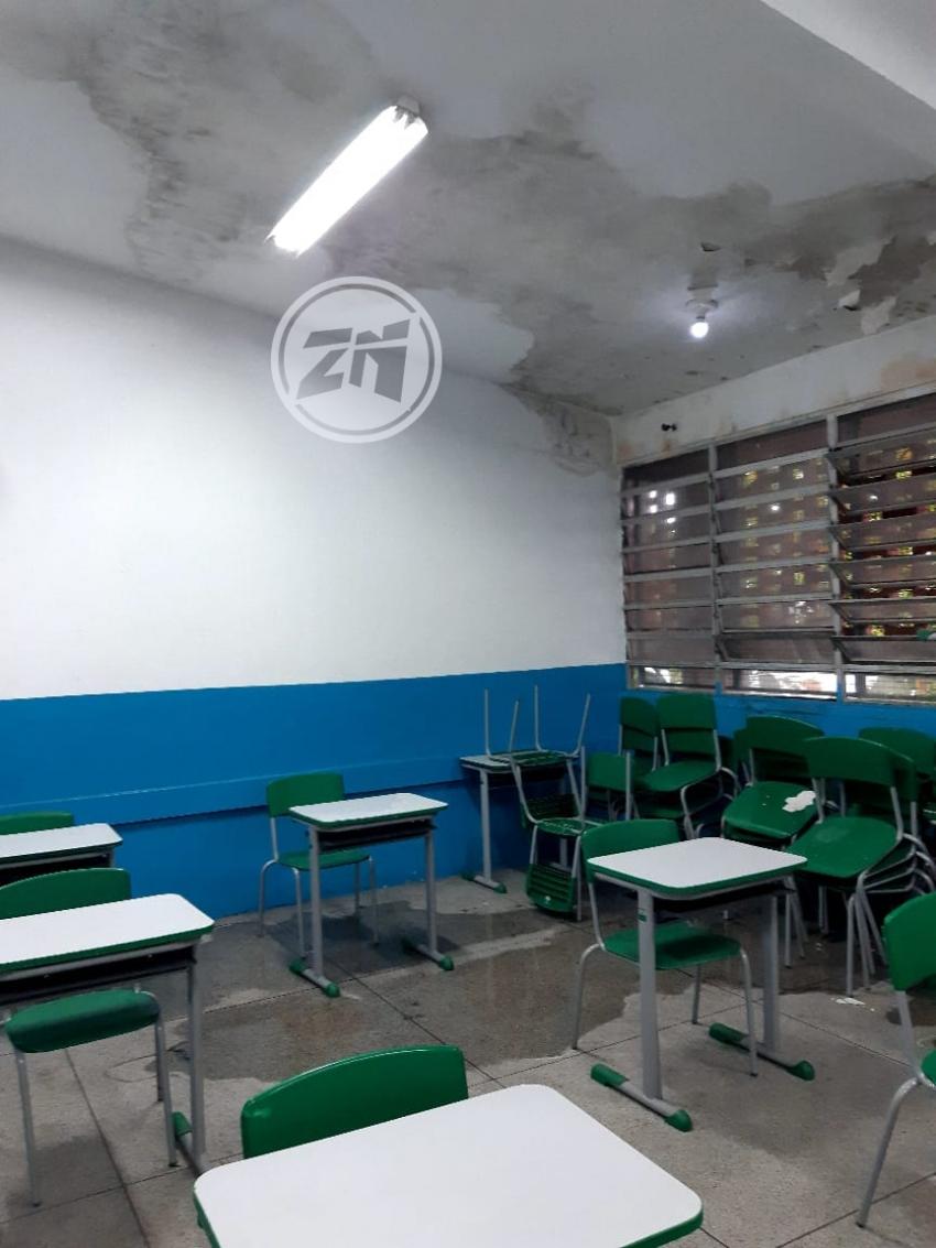 Salas de aula danificadas por falta de pôda de árvores