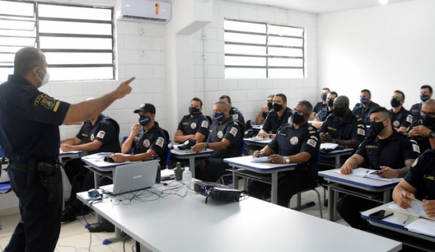 Guardas municipais de Santos iniciam treinamento para porte de arma de fogo