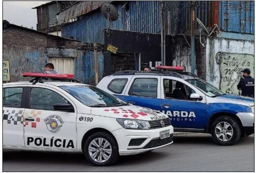 Operação da Guarda Municipal de Santos interdita ferro-velho irregular